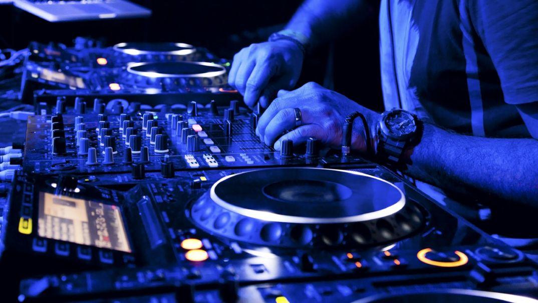 How to secure DJ gig - DJ School: 7 способов продолжать играть после отведенного на сет времени