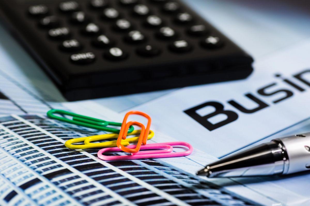 calculator-paperclip-pen-office-66862