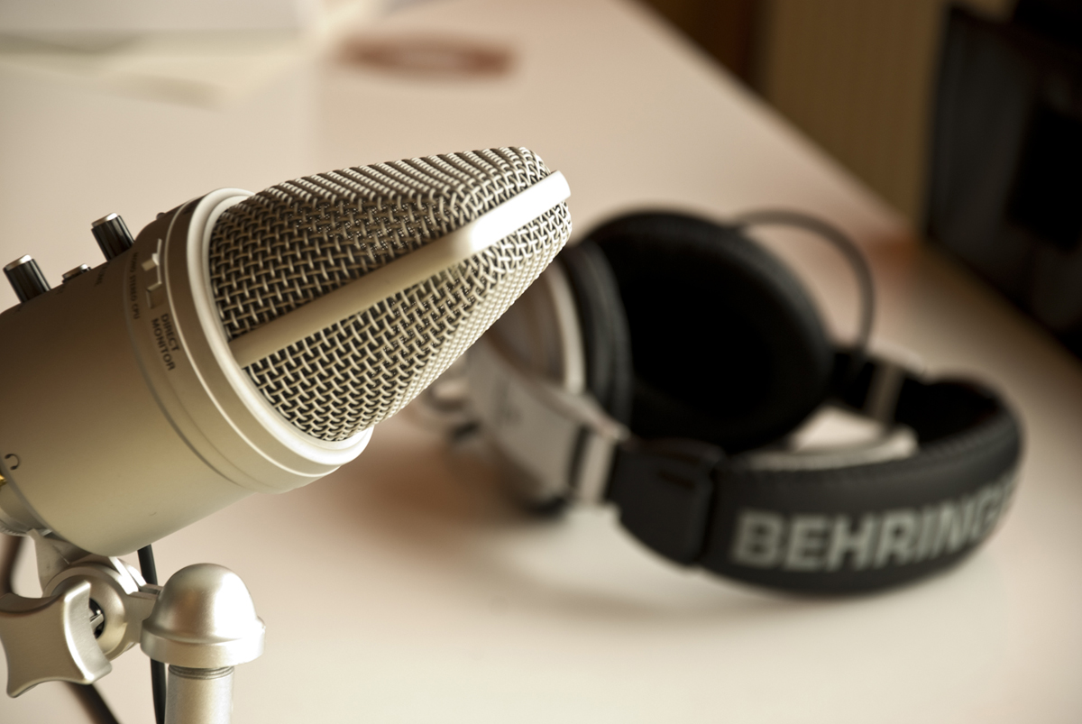 podcast microphone - Как начать свой собственный подкаст: пошаговое руководство