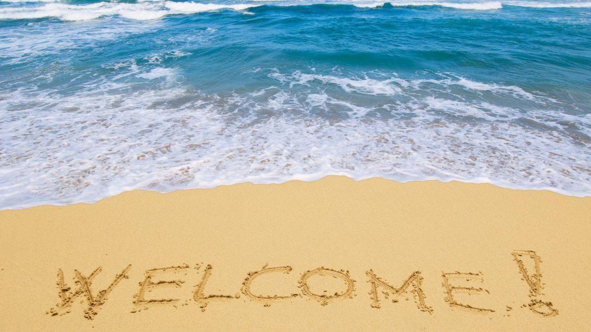 inscription_welcome_sand_sea_resort_waves