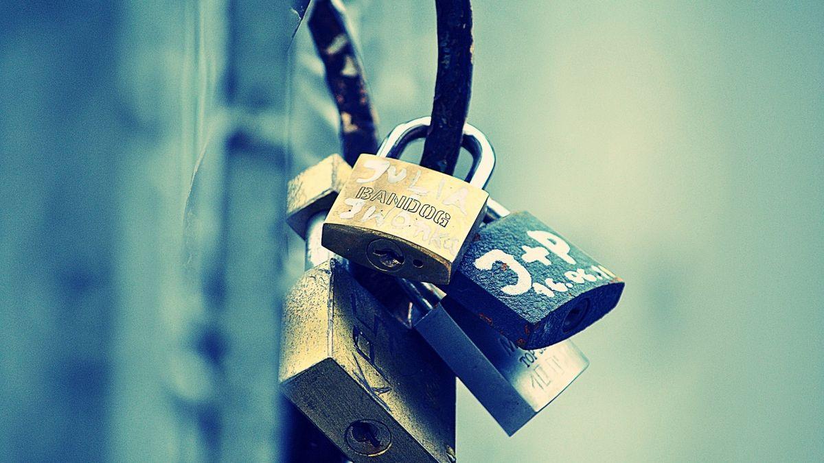 lock bunch metal memory 49232 1920x1080 - Как спрятать под замок контент сайта